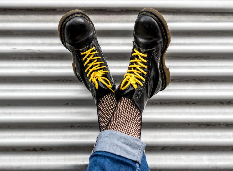 dr_martens_schuhart_vreden_schuhgeschäft_jeans_street_cool_mode_schwarz_gelb_stiefel